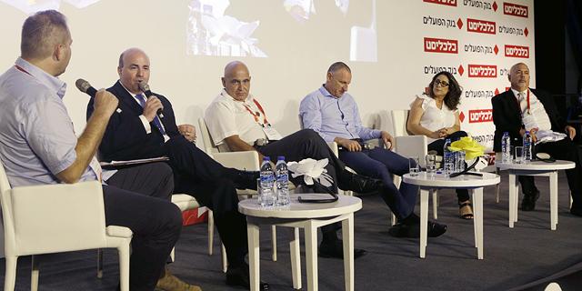 מימין: רוני פיבקו, בת חן ישועה, ליאר רביב, דוד פתאל, רונן ניסבאום וכתב כלכליסט עמיר קורץ , צילום: עמית שעל