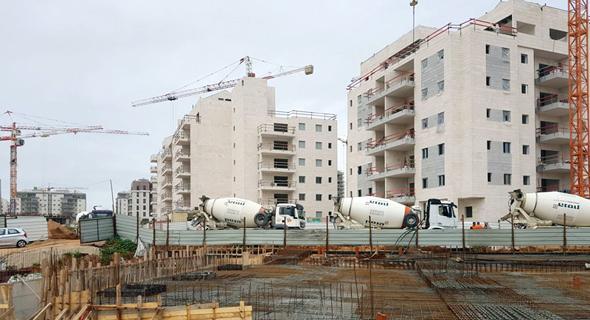 אתר בנייה ברעננה   , צילום: אייל וקנין