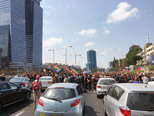 Protesters in Tel Aviv, Sunday morning. Photo: Adam Kaplan