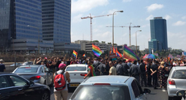 """הפגנה הפגנת מחאת ה להט""""ב חוק ה פונדקאות עזריאלי 3, צילום: אדם קפלן"""