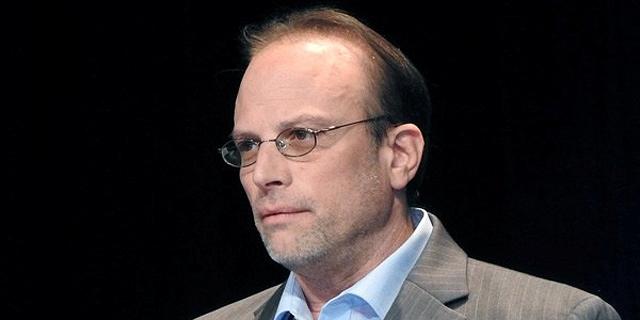 מה מעניין את סטוארט זימר ברכישת חברת ביטוח ישראלית?