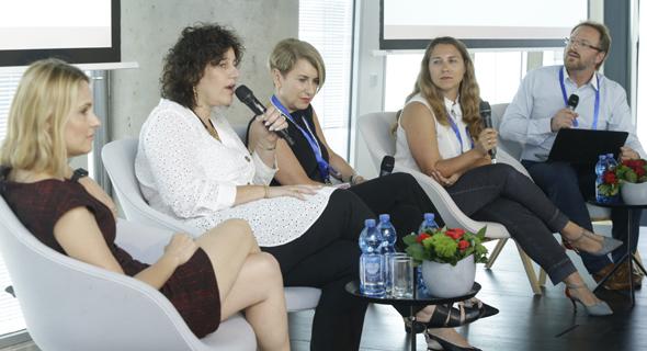 מימין: אדריאן פילוט, גליה אקשטיין,  יהודית ימפולסקי, סיגל סרור ומיכל קוגל