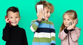 ילד סמארטפון סלולר מובייל לילדים, צילום: משאטרסטוק