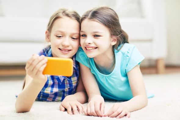 ילדים וטלפונים: לאו דווקא שילוב שלילי, צילום: משאטרסטוק