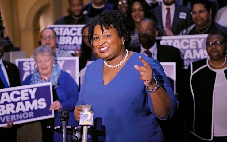 סטייסי אברמס, ששואפת להיות המושלת השחורה הראשונה של ג'ורג'יה. סיפרה על החובות שלה, בידיעה שיריביה ישתמשו בזה נגדה