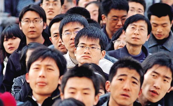 סינים צעירים. הסיני הממוצע היה כנראה בוחר להישאר בסין, צילום: CW