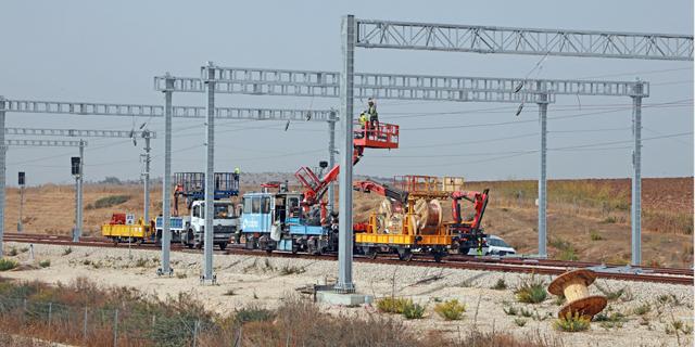 רכבת ישראל תשלם עוד חצי מיליארד שקל כדי להאיץ את פרויקט החשמול