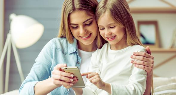 באיזה גיל כדאי לתת לה סלולרי משלה?