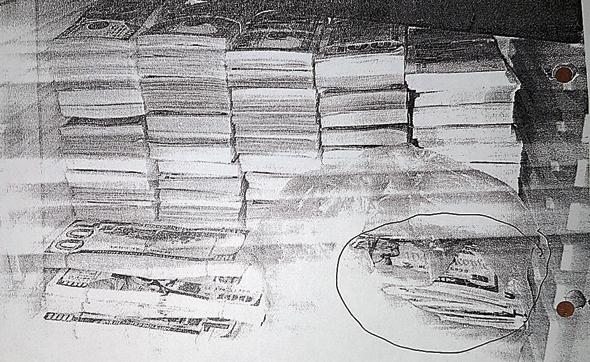 ערימות המזומנים שתפסה המשטרה בכספת בביתו של גדי רייבוך ברעננה