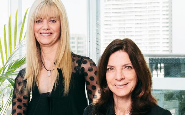 מימין: רותי שמחה מוויולה קרדיט ומישל דיקר מ-One Venture, צילום: ויולה יחצ