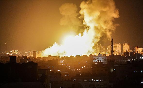 עזה מופגזת לאחר שיגור הטילים לעבר ישראל