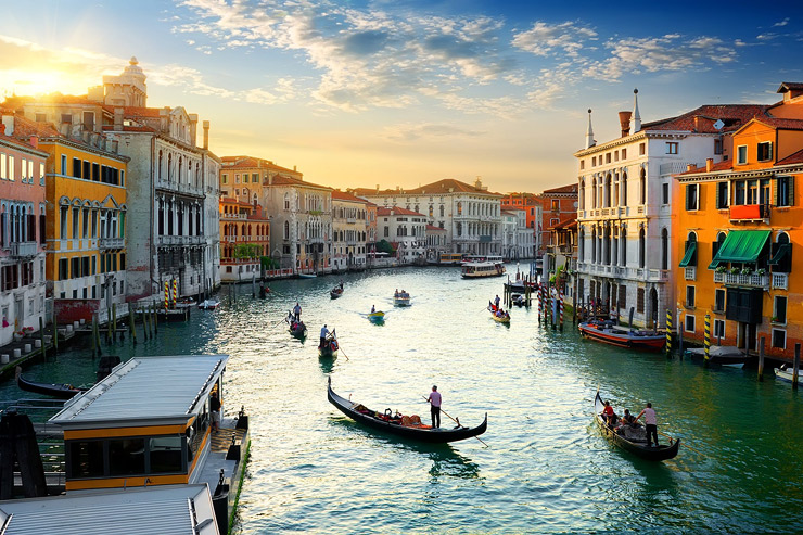 שיט גונדולות בוונציה. אפשר לשוט גם ב-3 יורו