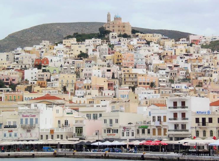 העיר ארמופולי באי סירוס