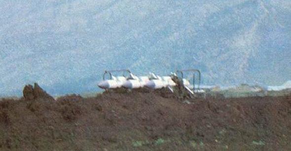 סוללת טילי קרקע אוויר בלבנון מאחורי מחפורת, זמן קצר לפני השמדתה