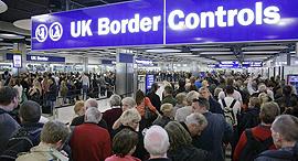 נמל תעופה הית'רו ביקורת דרכונים תור תורים, צילום: standard