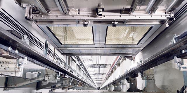 פיר מעלית במרכז הניסויים של החברה. מגיע לעומק של 300 מטר, צילום: בלומברג