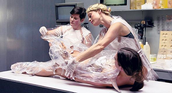 מכונת החיבוקים. עבודות אמנות פותרות בעיות בעולם האמיתי