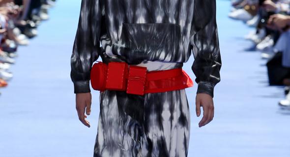 חגורה של בית האופנה לואי ויטון