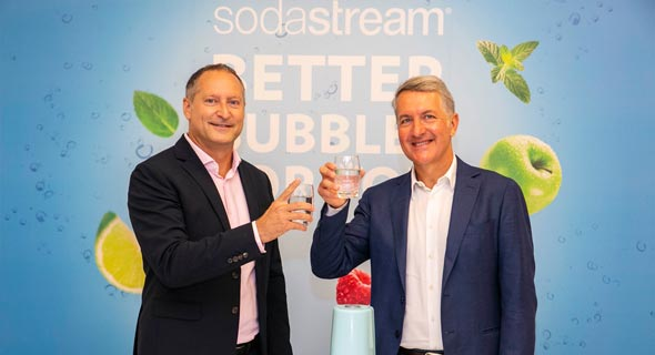 SodaStream CEO Daniel Birnbaum (left) and PepsiCo CEO Ramon Laguarta. Photo: Eran Lamm