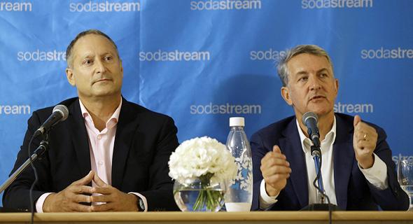 """מימין: רמון לגוארטה מנכ""""ל פפסיקו ודניאל בירנבאום מנכ""""ל סודהסטרים במסיבת עיתונאים , צילום: עמית שעל"""