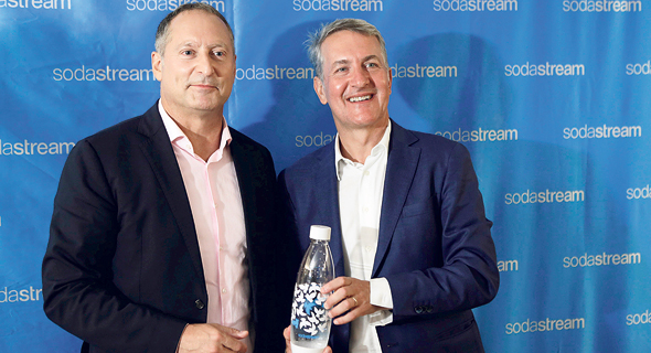 SodaStream CEO Daniel Birnbaum (left) and PepsiCo CEO Ramon Laguarta. Photo: Amit Sha'al
