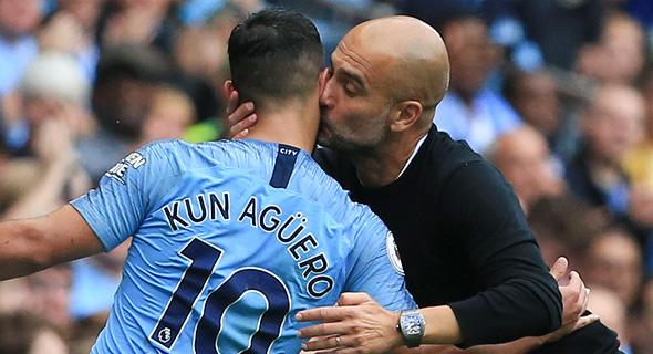 פפ גווארדיולה מנשק את סרחיו אגוורו