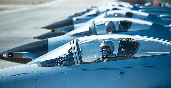 טייסת J10 נערכת לתרגיל