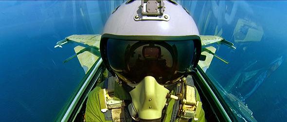 טייס קרב סיני בטיסה