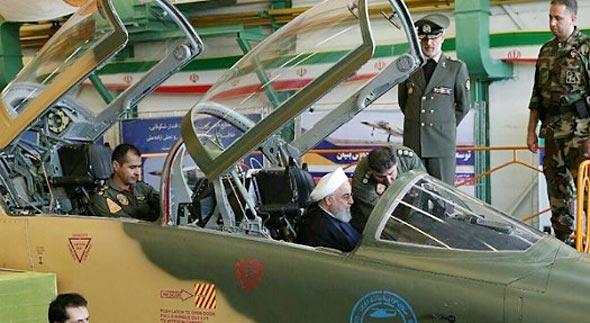 נשיא איראן מצטלם בתוך המטוס החדש