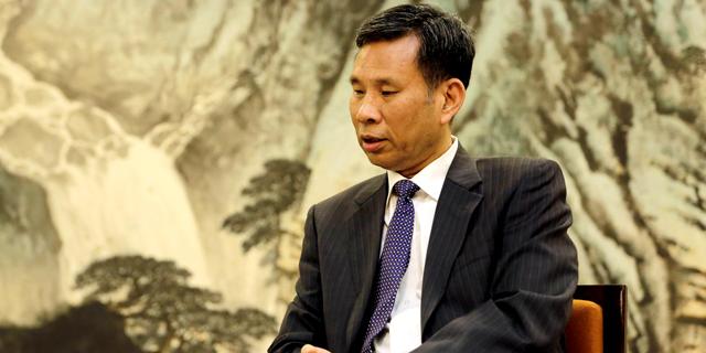 """שר האוצר הסיני בראיון ראשון לתקשורת: """"נמשיך להגיב בכל פעם שארה""""ב תטיל מכסים"""""""