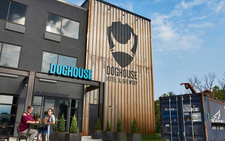 מלון הבירה Doghouse שנפתח באוהיו