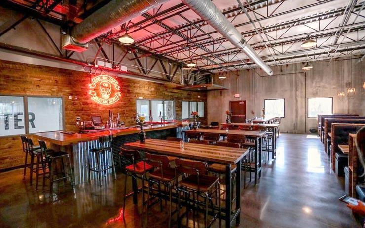 חדר האוכל והבר, הבירה כלולה במחיר החדר