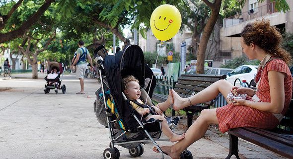 Mother and child, Tel Aviv. Photo: Getty Images