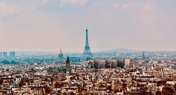 רמת הצפיפות בפריז, עיר שמוסכם שאפשר ללמוד ממנה דבר או שניים, גדולה פי שלושה מאשר בתל אביב, הצפופה בערי ישראל, אף שהיא מאופיינת בבנייה נמוכה יחסית, וברוב אזורי העיר אסור לבנות מגדלים