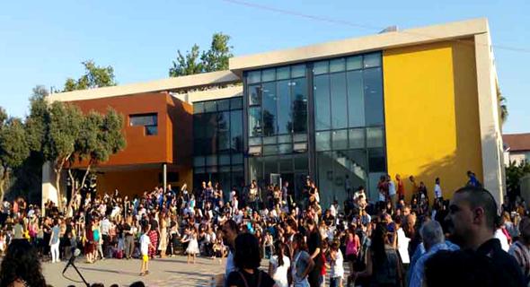 """בית הספר בלוך בשכונת ביצרון. """"בזמנים כמו אלה, בית הספר חייב לעורר בתלמידים השראה""""   , צילום: ליאור אביטן"""