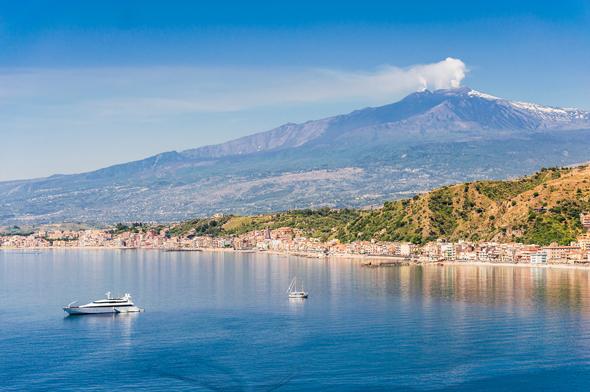 סיציליה, ברקע הר הגעש אתנה, צילום: שאטרסטוק