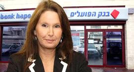 שרי אריסון על רקע בנק הפועלים, צילום: מיכאל קרמר, סיון פרג'