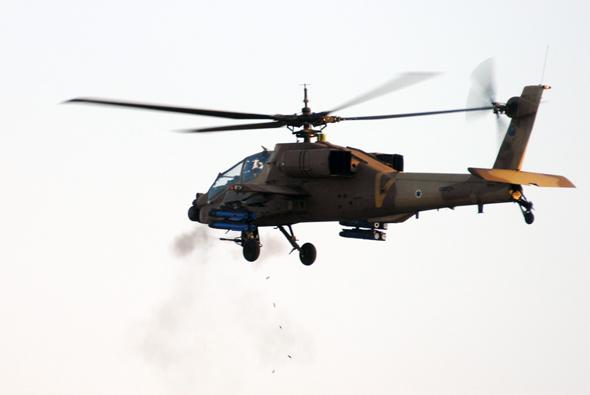 מסוק אפאצ'י של חיל האוויר הישראלי, בתרגיל ירי