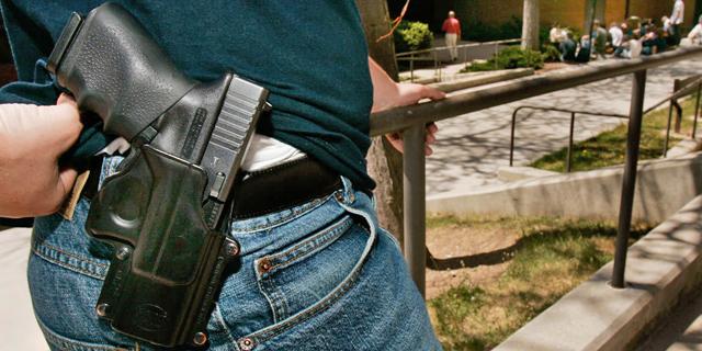 """ג'ינס ואקטיביזם: ליווייס תממן קמפיינים נגד אלימות נשק בארה""""ב"""