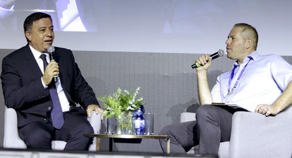 """אבי גבאי יו""""ר מפלגת העבודה בשיחה עם עמיר קורץ הוועידה הכלכלית הלאומית 2018, צילום: עמית שעל"""