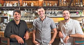 האחים אבידן חולצת נקודות לבנה רז, צילום: אוראל כהן