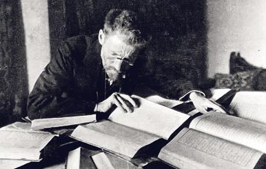 """אליעזר בן־יהודה בחדר העבודה שלו בירושלים. """"הוא היה איש ריב ומדון, התקוטט עם כל העולם"""""""