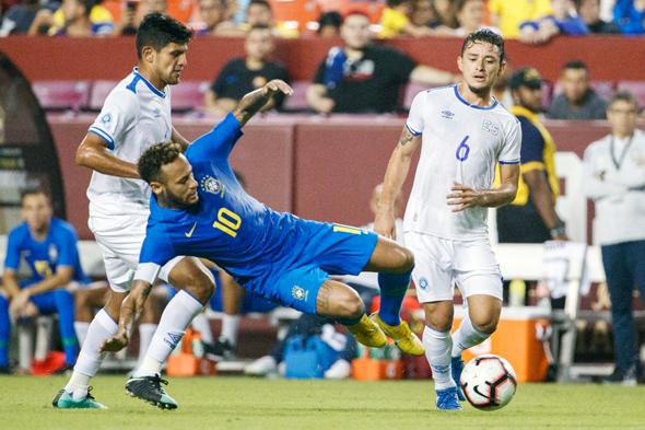ניימאר במדי נבחרת ברזיל קפטן , צילום: אי פי איי