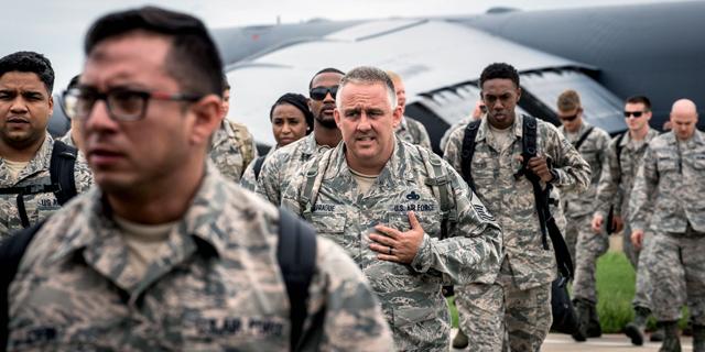 חיילים אמריקאים נערכים לסופה, צילום: HANDOUT