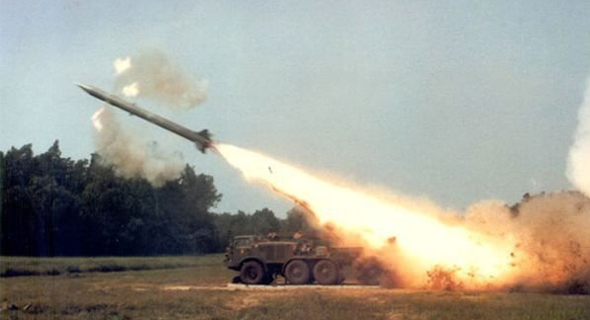 שיגור של טיל קרקע-קרקע פרוג 7, צילום: pointalpha