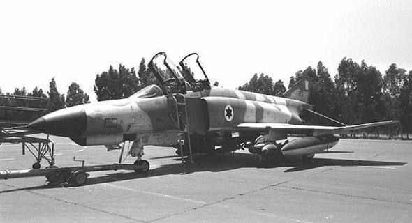מטוס פאנטום של טייסת העטלף, חמוש בפצצות , צילום: edokunscalemodeling