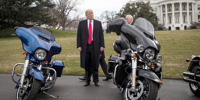 טראמפ קרא לחרם על הארלי דיווידסון - אך השירות החשאי מזמין מהם אופנועים חדשים