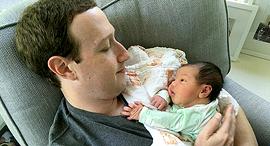 מארק צוקרברג ובתו באוגוסא אשתקד, צילום: Facebook