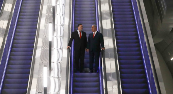 Israeli Minister of Transportation Yisrael Katz (left) and Prime Minister Benjamin Netanyahu at the inauguration ceremony of the new express train, Thursday. Photo: Ohad Zwigenberg