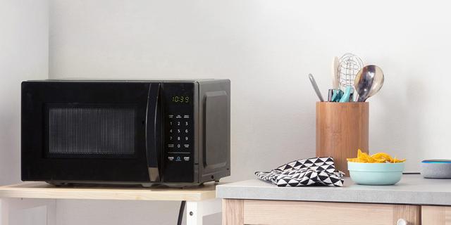 אמזון מתרחבת: משיקה עשרות גאדג'טים לבית, כולל מיקרוגל ושעון קיר